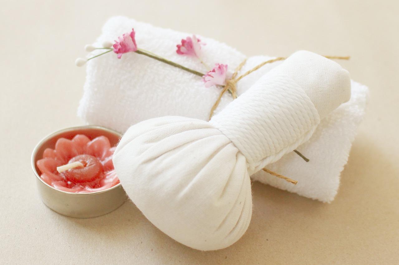 Jak działa na nas masaż wodny? Zestawy, kosmetyki dla spa – wanna SPA