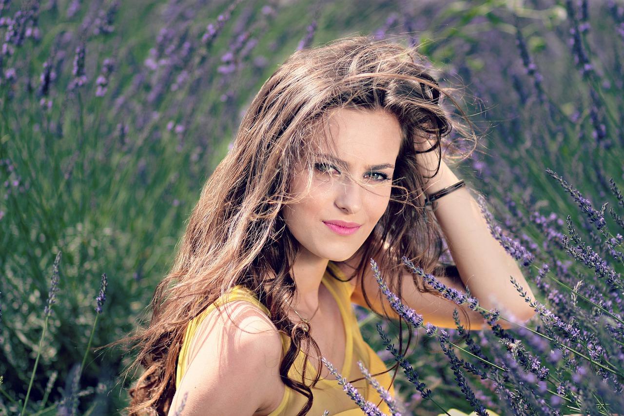 Czy warto zdecydować się na rekonstrukcję włosów?